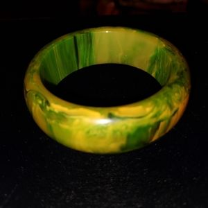 Chunky Mottled Green Yellow Bakalite Bangle